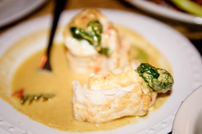 Filipiny_Puerto_Princesa_Kalui_restaurant_rolada_z_ryby_z_warzywami, DSC_5350