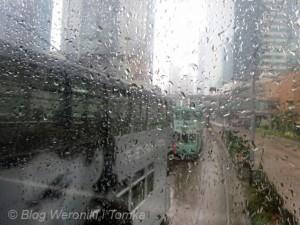 Hong_Kong_Dwupoziomowe tramwaje w deszczu, IMG_1236