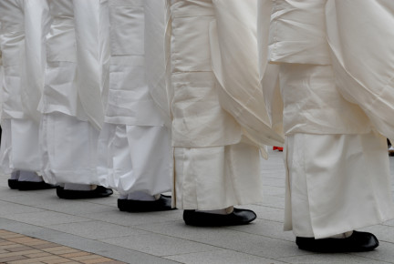 shinto_priests_small