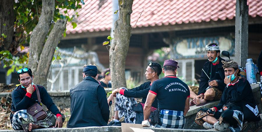[Bali]: Faceci w czerni