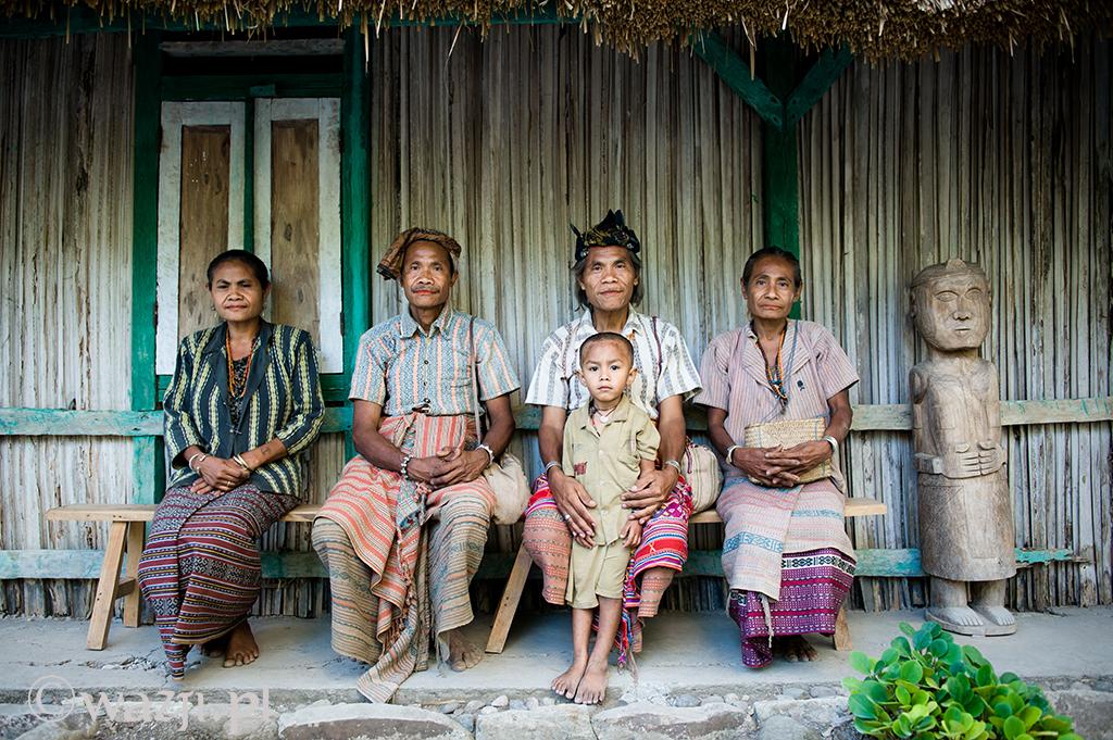 18. Indonezja, Timor Zachodni. Portret rodziny królewskiej z Boti.  (listopad 2014)