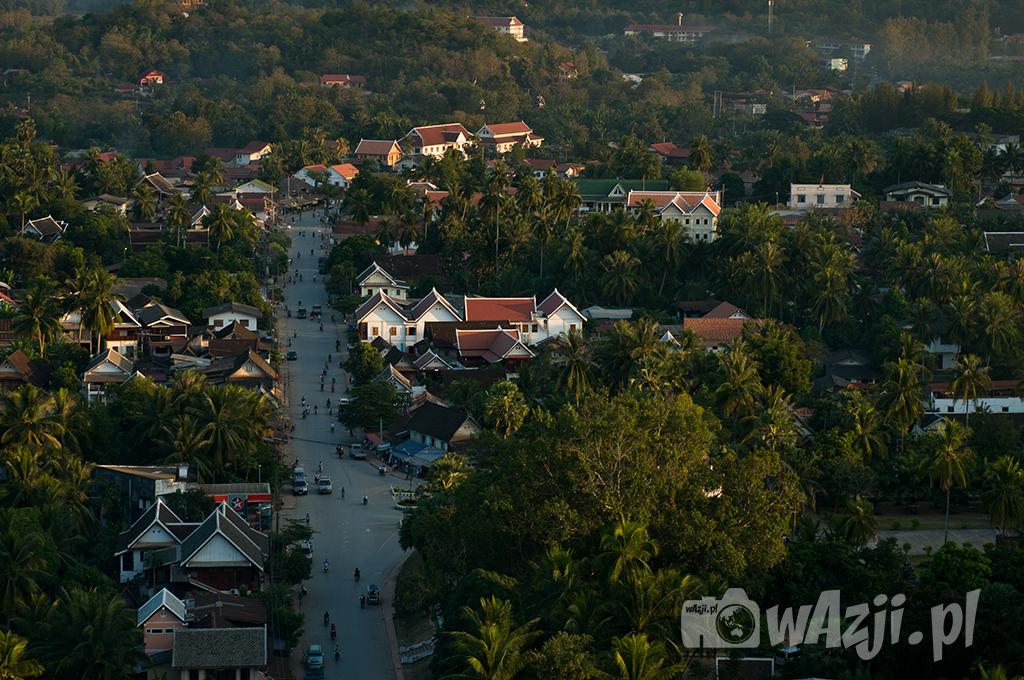 Widok na Luang Prabang ze wzgórza Phu Si.
