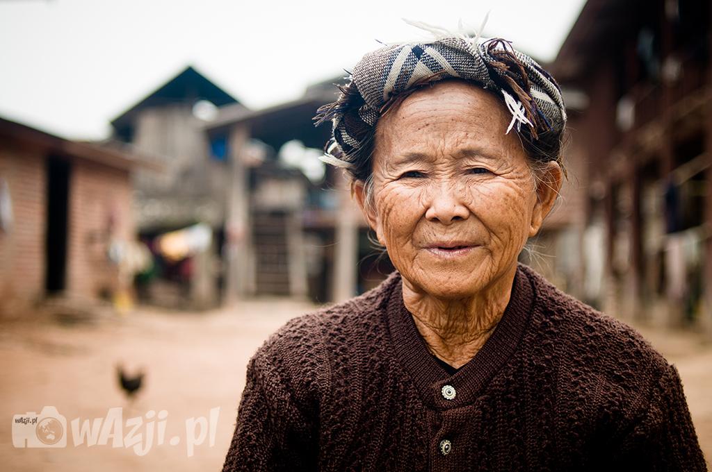 Kobieta Tai Lu z okolic Muang Sing.
