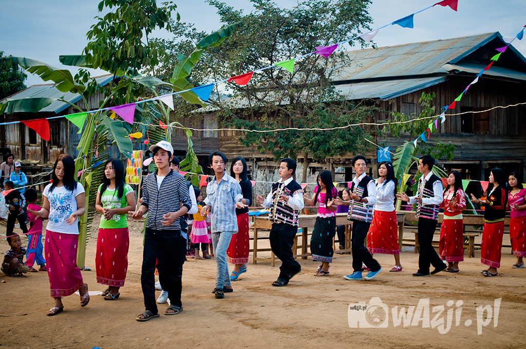 Impreza we wiosce Akha w Muang Sing.