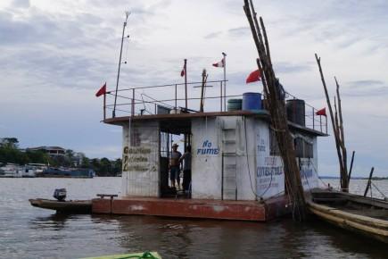 Plywajaca stacja benzyowa- Iquitos