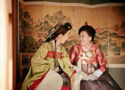 Wesele koreanskie - panna mloda z matka