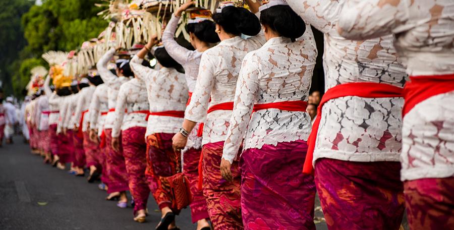 [foto]: Procesja Nyenuk w Ubud