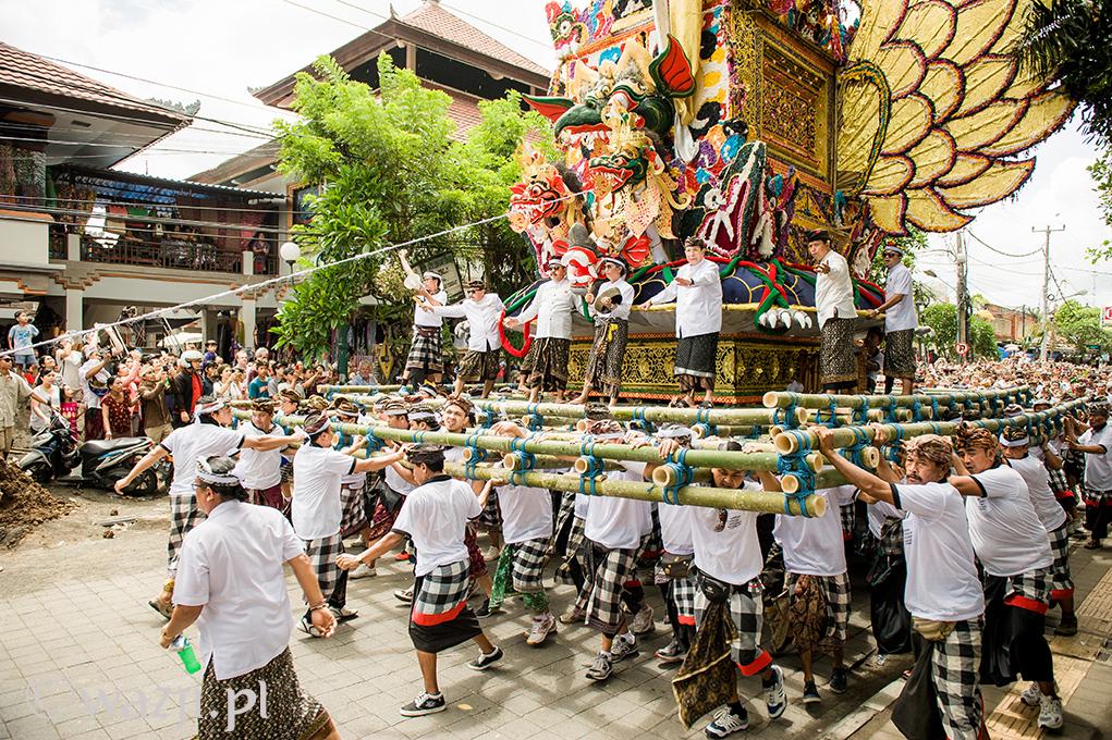 [Bali]: Kremacja po królewsku