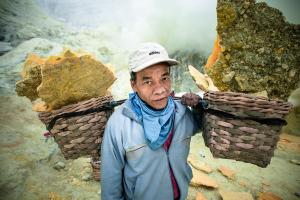 Historia jednej fotografii: Busaini z Kawah Iljen