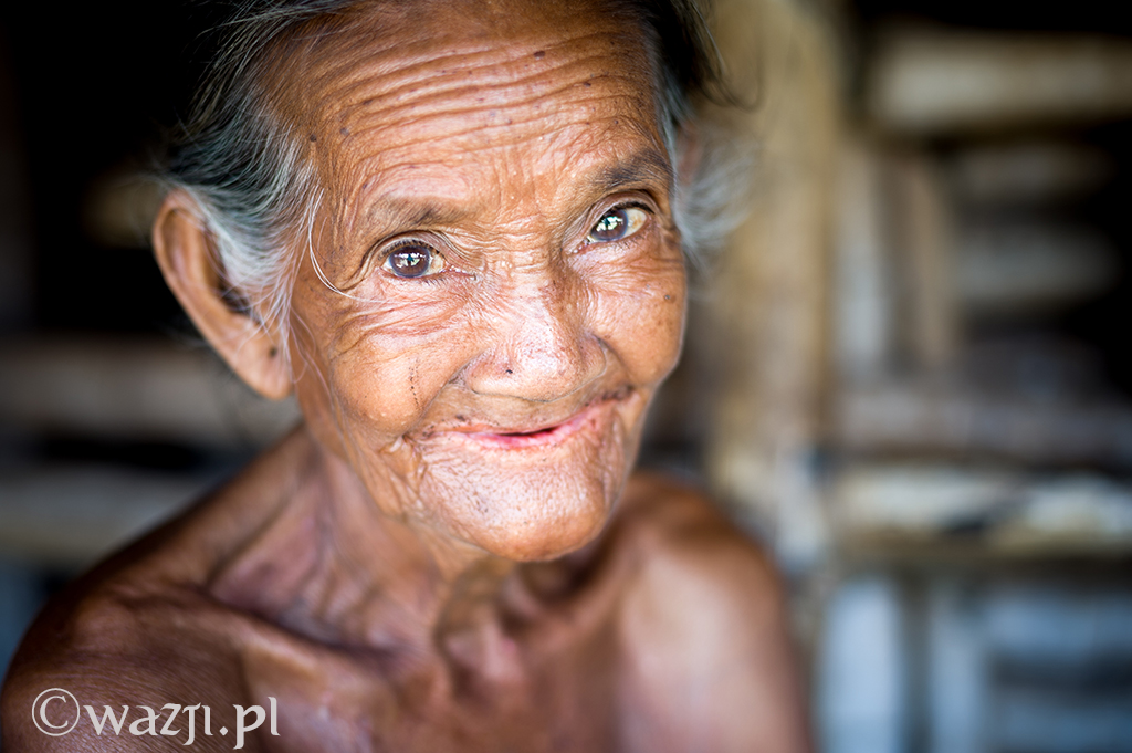 22. Indonezja, Sumba. Inareta, wspaniała starsza pani, która bardzo chciała mieć ładne zdjęcia na wypadek, gdyby niebawem umarła (napiszę o tym kiedyś szerzej). (listopad 2014)