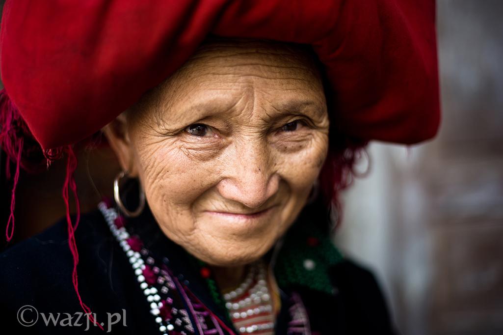 12. Wietnam, Sapa. Wrzesień 2012. Kobieta Red Zao z wioski Tha Phin. Znakomita tkaczka mimo sędziwego wieku.