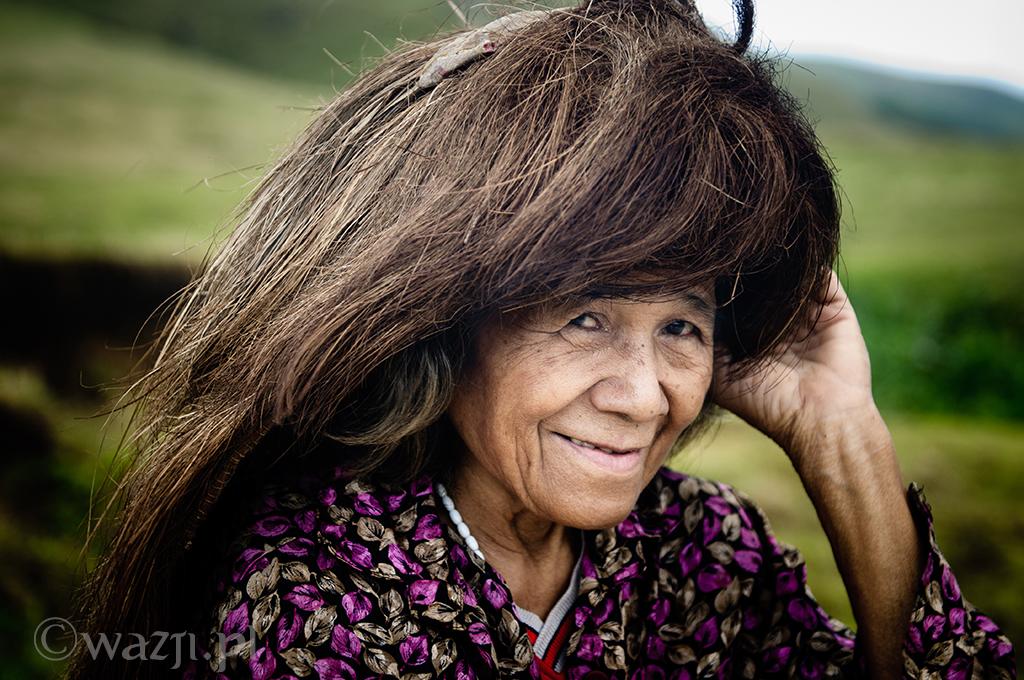 1. Filipiny, Batanes. Mieszkanka wysp w tradycyjnym okryciu głowy, mającym chronić przed słońcem i porywistym wiatrem.