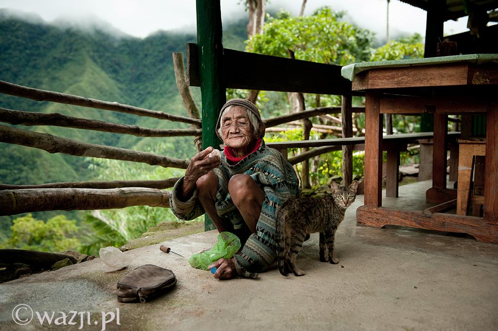 4. Filipiny, Batad. Grudzień 2011. Babcia z kotem. Znajomi donoszą, że żyje i ma się dobrze.
