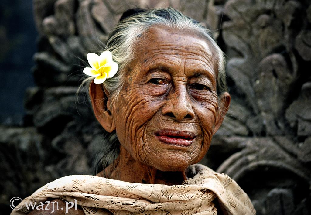 9. Indonezja, Bali. Sierpień 2008. Jedna z najpiękniejszych starszych Balijek na wyspie.