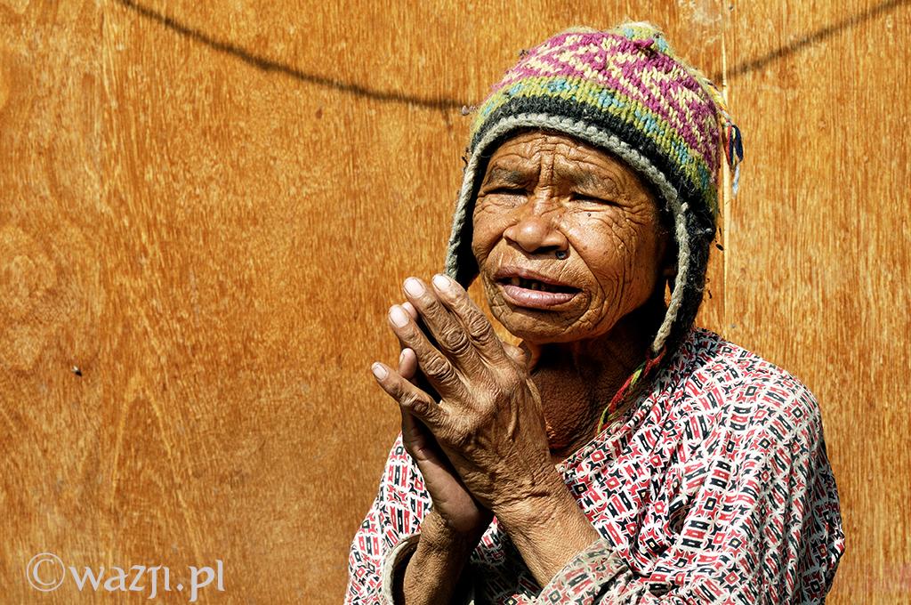 34. Nepal, Katmandu. Kwiecień 2009. Portret z nepalskiego domu starców.