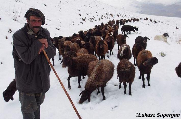 Góry lodu i ognia – 2500 km pieszo przez pustkowia Iranu, fot. Łokasz Supergan