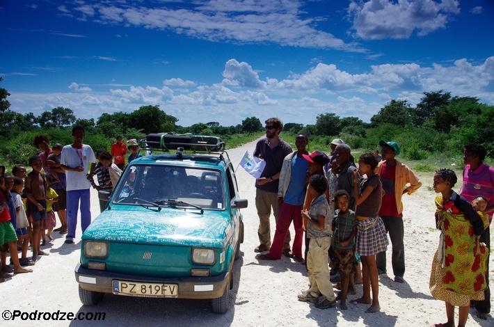 """Po drodze  – jak """"Mały Fiat"""" podbił Afrykę, fot. Arkady Fiedler"""