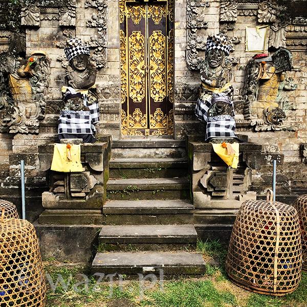 Świątynie przystrojone na Nyepi.
