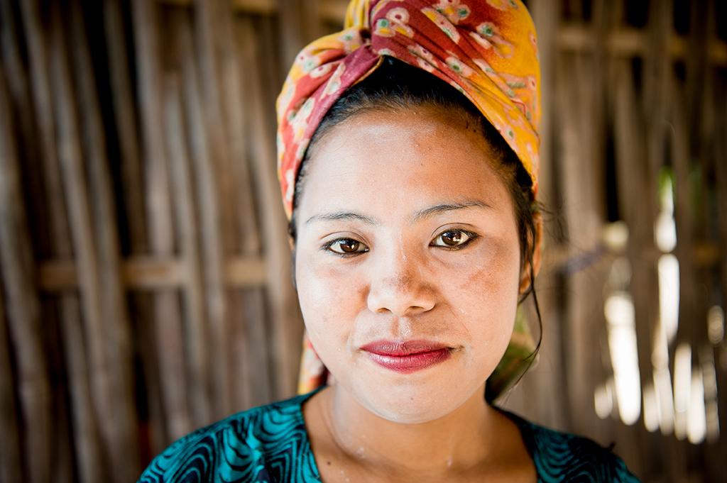 Również kobiety z wysp Komodo chronią swoje twarze przed słońcem.