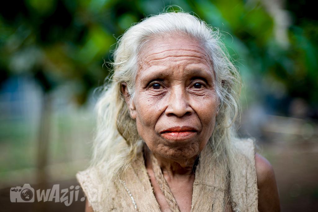 Indonezja, Alor. Mieszkanka wioski Mombang. Ma bardzo charakterystyczne rysy dla mieszkańców Alor. (lipiec 2015)
