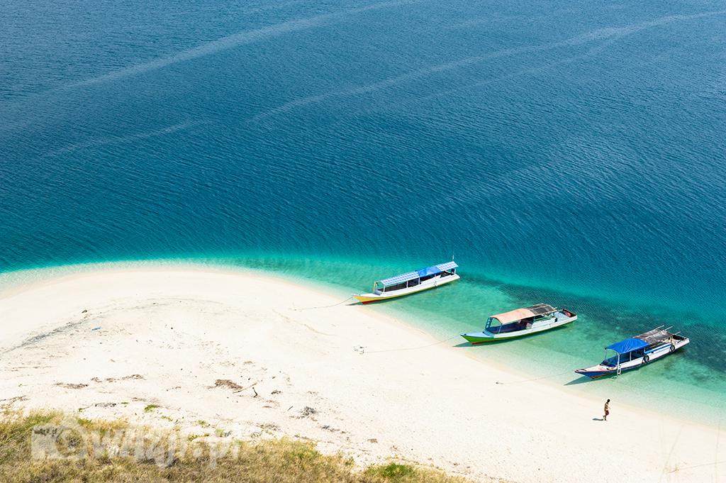 Indonezja, Flores. Raj na wyspie Tiga, jednej z wysepek położonych w okolicy Riung. (sierpień 2015)