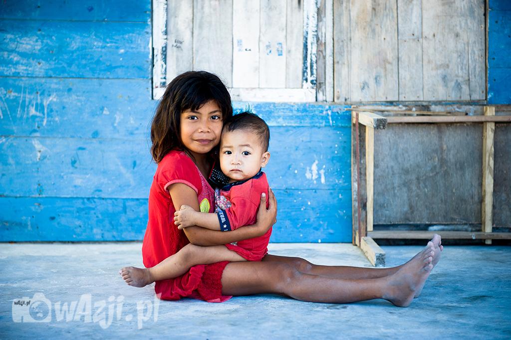 Indonezja, Komodo. Urocze dzieci z wyspy Messah. (lipiec 2015)