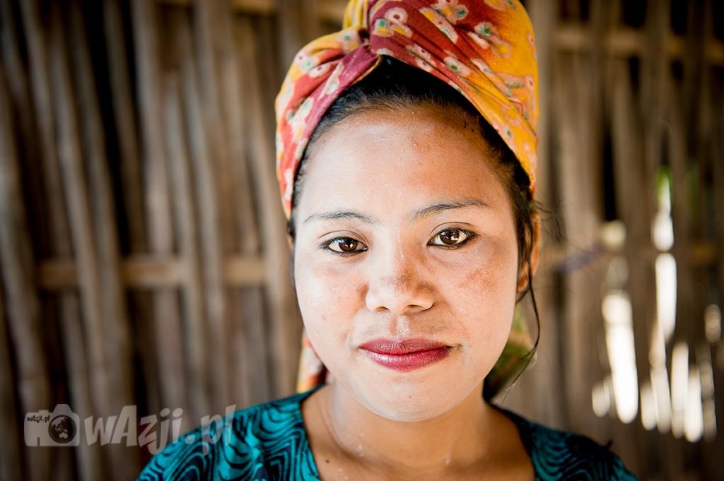 Indonezja, Komodo. Bo prawie wszystkim Azjatkom zależy na białej cerze. (lipiec 2015)