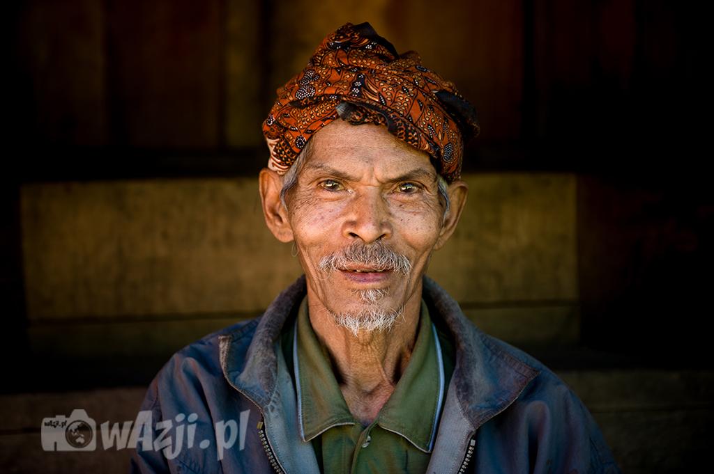 Indonezja, Flores. Szef wioski Wae Rebo. (lipiec 2015)