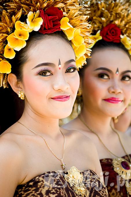 Indonezja, Bali. Piękne i młode Balijki z Tenganan. (lipiec 2015)
