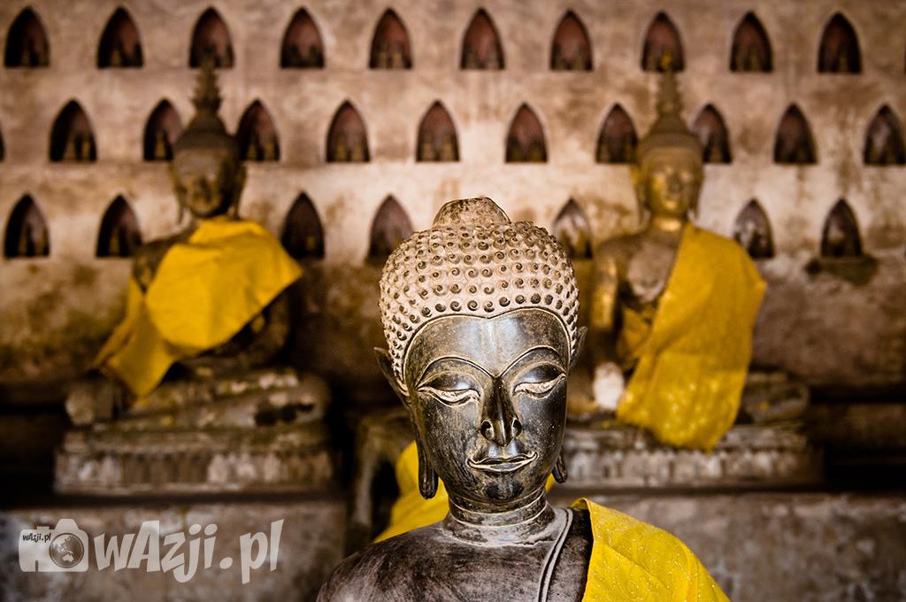Posągi Buddy w Wat Si Saket w Vientiane.
