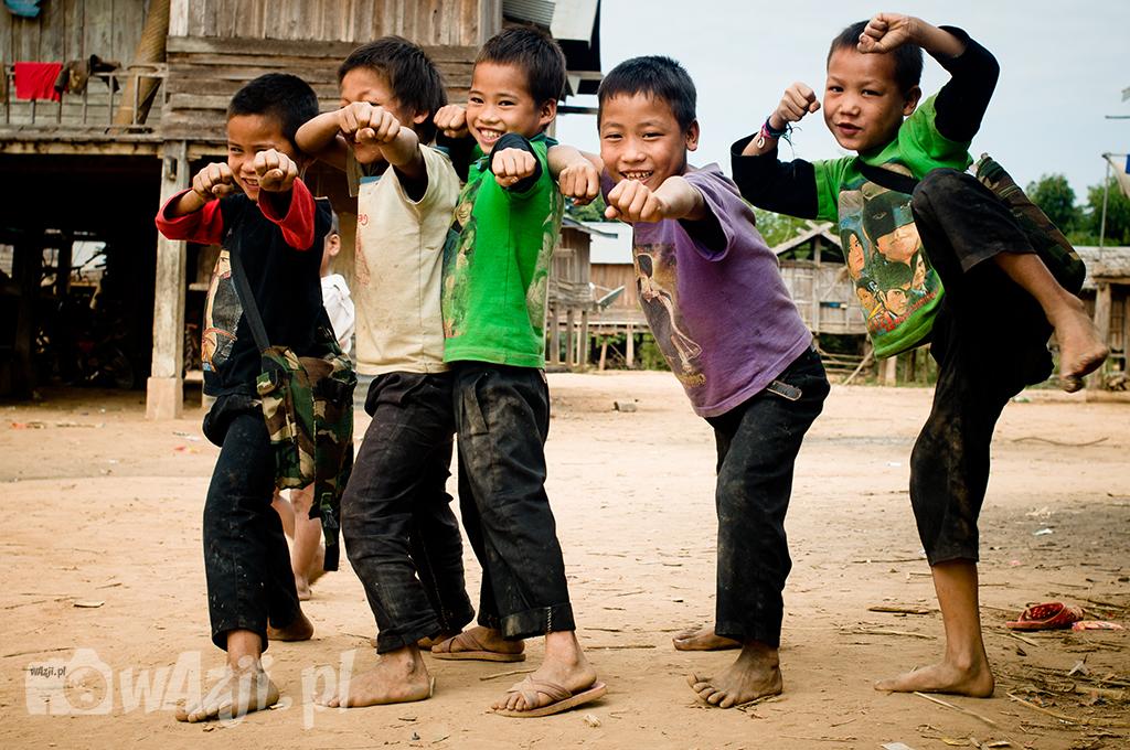 Chłopcy z wioski Akha.