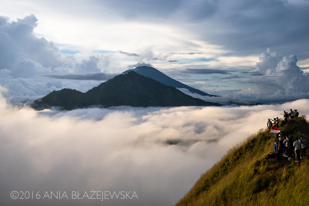Gunung Batur, Bali. Maj 2016. A to już poranek tydzień później i widok w drugą stronę - z wulkanu Batur na Abang i Agung.