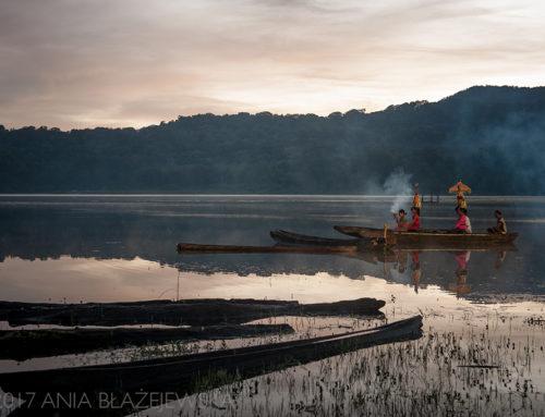 Poranek nad jeziorem Tamblingan