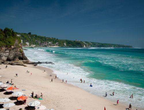 Plaże na Bali. Gdzie na plażę w Uluwatu.